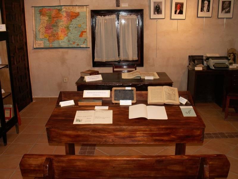 """2 - Inaugurada la exposición """"Memoria de la Escuela"""""""