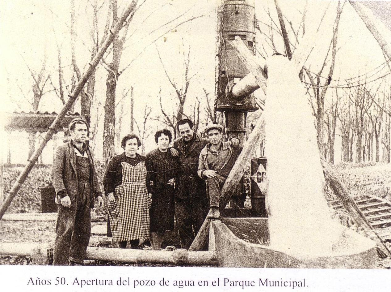 Años 50. Apertura del pozo de agua en el Parque Municipal