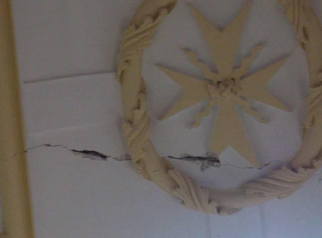 grieta interior de la boveda1 - Nuestro templo parroquial en peligro