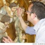 una imagen de la restauracion y el responsable de la misma enrique rodriguez extraida de www eldiadeciudadreal com 150x150 - Una empresa herenciana restaura el retablo de Ntra. Sra. del Rosario de Alcázar