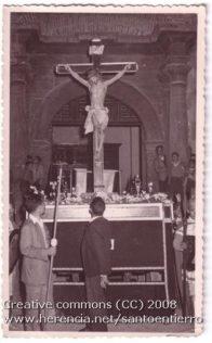 santo entierro 11 196x316 - Imágenes del Santo Entierro