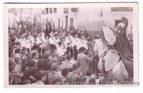 santo entierro 12 487x316 - Imágenes del Santo Entierro