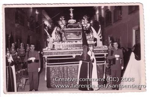 Fotografías antiguas de la cofradía del Santo Entierro 8