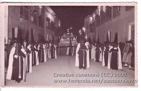 Fotografías antiguas de la cofradía del Santo Entierro 2