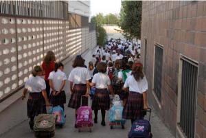 vuelta al cole2 300x201 - Castilla - La Mancha gastará 699 € por niño en la vuelta al cole
