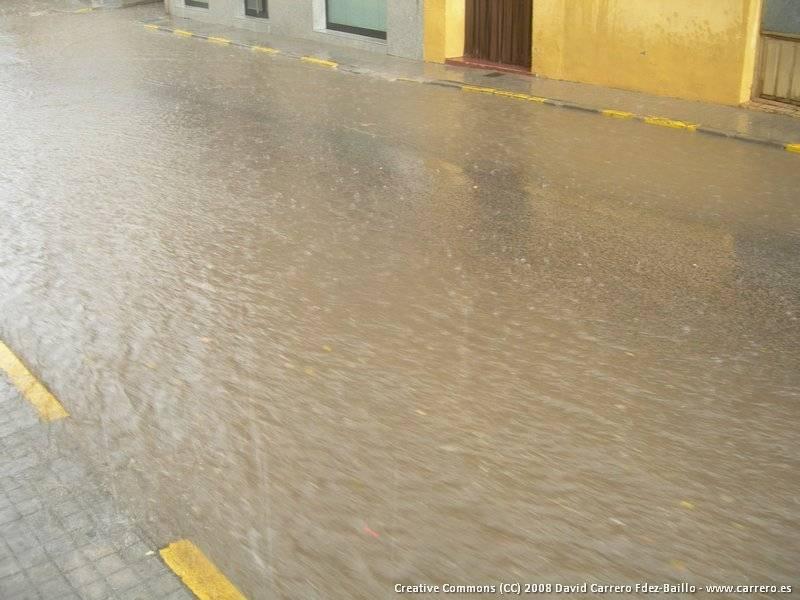 inundaciones herencia - Las lluvias del día 21 provocaron la inundación de sótanos y el corte de la N-420