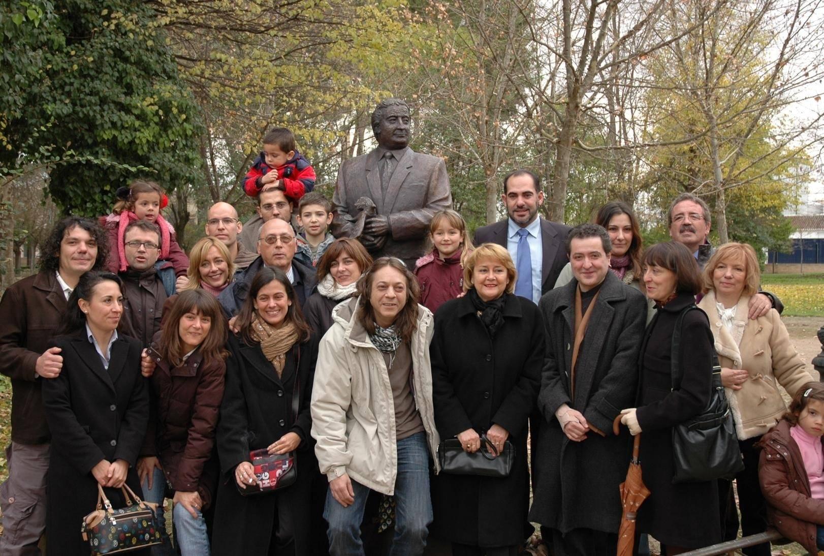 escultura ubeda3 - Agustín Úbeda ya tiene una escultura en el Parque Municipal de Herencia