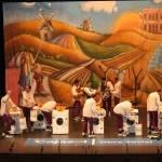 Los Pelendengues actuaron en el Teatro Falla con expectación de los gaditanos y rodeados de manchegos 5