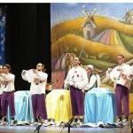 Los Pelendengues actuaron en el Teatro Falla con expectación de los gaditanos y rodeados de manchegos 7