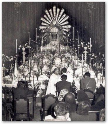 monumento del jueves santo en el convento de la merced 368x421 - Imágenes del Santo Entierro