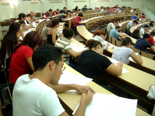 Los alumnos de segundo de bachillerato del IES Hermógenes Rodríguez iniciaron ayer las pruebas de selectividad 1