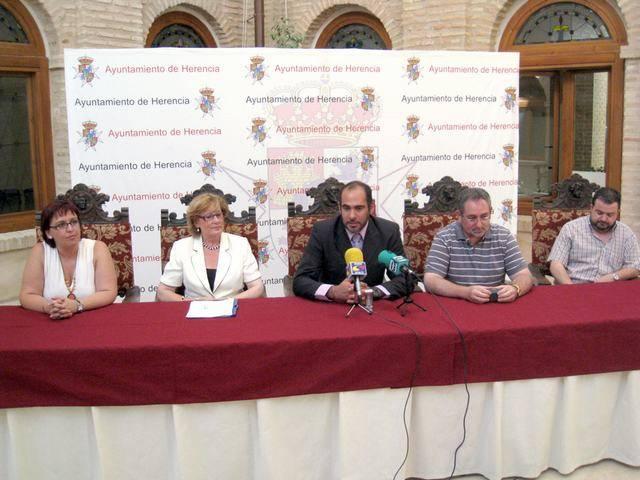 La consejera de Cultura, Turismo y Artesanía visita las obras de rehabilitación de la parroquia de Herencia 1