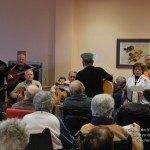 El Centro de Mayores recupera la tradición de cantar villancicos 6
