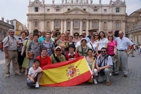 Parroquia Herencia en el Vaticano 465x310 - La parroquia de Herencia peregrina a Roma