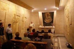 parroquia herencia celebrando misa catacumbas Vaticano