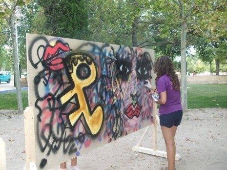 Herencia taller graffitis arte 465x348 - Jóvenes y arte urbano en el taller de grafitis