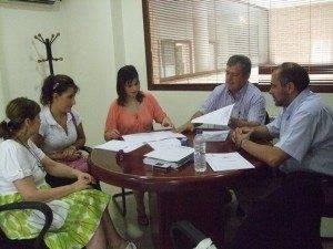 firma convenio1 300x225 - El ayuntamiento de Herencia firma un convenio para formación práctica en hostelería, dentro del programa PRIS