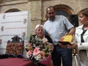 herencia semana mayor anciana longeva 300x225 - Dos mayores de casi un siglo homenajeados en la Semana de los Mayores