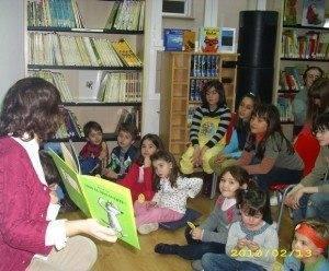 Vuelve a disfrutar de los cuentos con pan y chocolate en la biblioteca 3