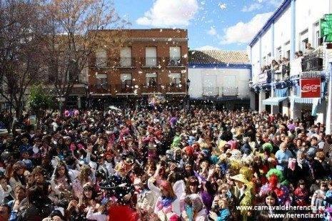 El carnaval empieza congregando a miles de herencianos en las calles y plazas 3