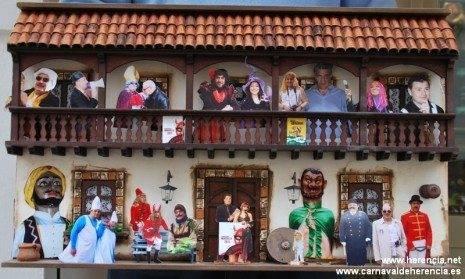 Los escaparates de Herencia se suman al sentimiento carnavalero 4
