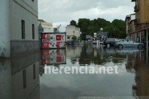 herencia bascula inundada 2011 300x199 - Una fuerte tromba descarga 40-50 litros en 45 minutos