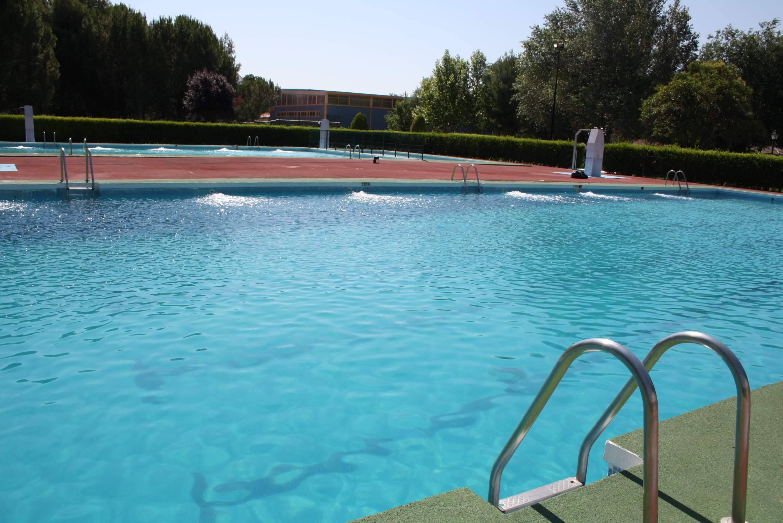 piscina municipal de herencia ciudad real 2011 - Todo preparado para la apertura de la piscina municipal el 21 de junio