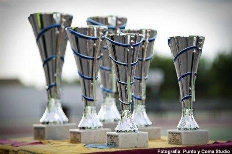 Trofeos I Liga de P%C3%A1del Femenino de Herencia 465x309 - Finalizada la Liga de Pádel femenino