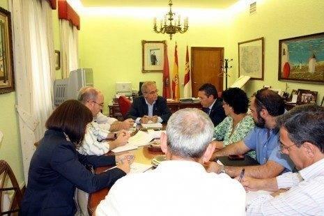 comsermancha momento de la reunion 465x310 - Comsermancha promoverá la solicitud de declaración de zona catastrófica para 7 municipios
