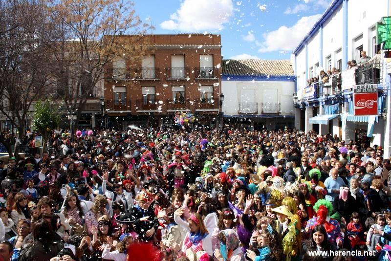 Domingo de las Deseosas. Flashmob organizado por la Asociación Carnaval de Herencia D. O. en colaboración con la Asociación Barco de Colegas y el Ayuntamiento de Herencia
