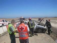 accidente atencion cruz roja aguilas - Nuestra región cierra el verano con 34 víctimas en las carreteras