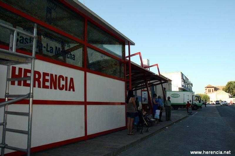 herencia parada autobuses ppal a - Suprimida una de las líneas de autobús que unían Herencia con Madrid
