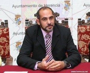 herencia cien dias alcalde preocupado