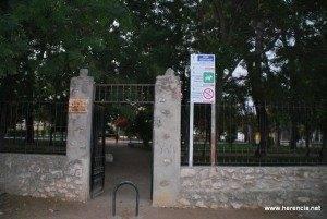 Carteles parque municipal 2 300x201 - El parque municipal será cerrado por las noches