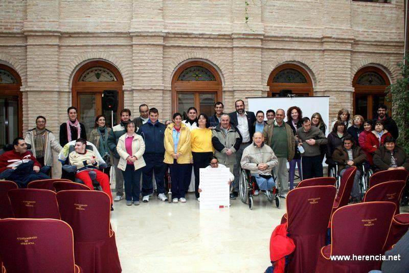 Recibido el decálogo de principios y derechos de personas con discapacidad 2