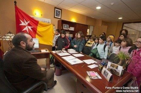 herencia escolares en el Ayto alcalde web 465x309 - Actos conmemorativos para celebrar el día de la Constitución en Herencia