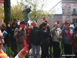 herencia tarjeta roja a quien maltrate 300x225 - Preparados los actos para conmemorar el Día Contra La Violencia de Género