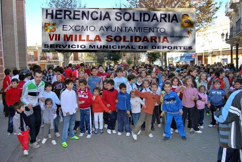 herenciamillasolidariasalida - 400 escolares participaron en la Milla Solidaria de Herencia