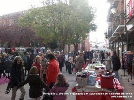 mercadillo navide%C3%B1o herencia 2011 465x348 - Sorprendente campaña de navidad de la Asociación del Comercio Herencia