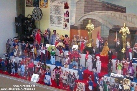 Escaparate carnavalero de Herencia 2 465x309 - Relojería Moreno llena de carnaval su escaparate