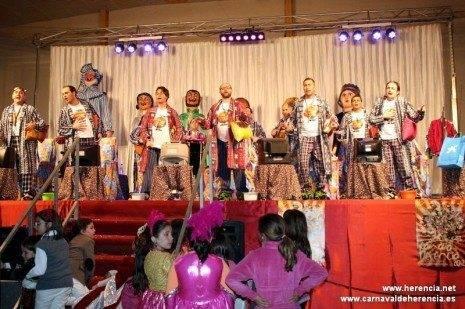 Herencia pelendengues cierre del acto a 465x309 - Espectacular Gala de Entrega de los Perlés de Honor durante la Inauguración Oficial del Carnaval de Herencia
