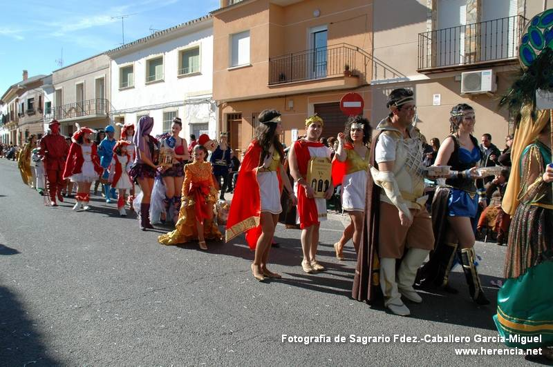 Participantes en el Ofertorio del Carnaval de Herencia entrando a Ofrecer