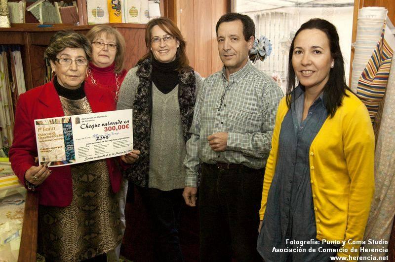 Foto Punto y Coma Ganadora 300 euros Feria Estocaje asociación de comercio1 - Alfonsa Díaz Picazo ganadora del sorteo de la Asociación del Comercio de Herencia