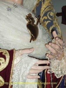 Manos Y Corazon  Virgen de la Amargura