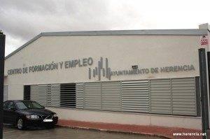 herencia centro formacion 300x199 - El Centro de Formación y Empleo es la sede de varios cursos sobre la construcción y manipulación de alimentos