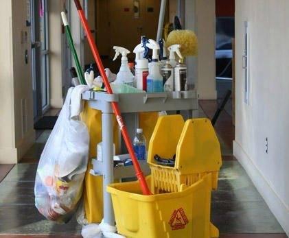 39642 carrito limpieza - Convocado a concurso el Servicio de Limpieza de varias dependencias municipales