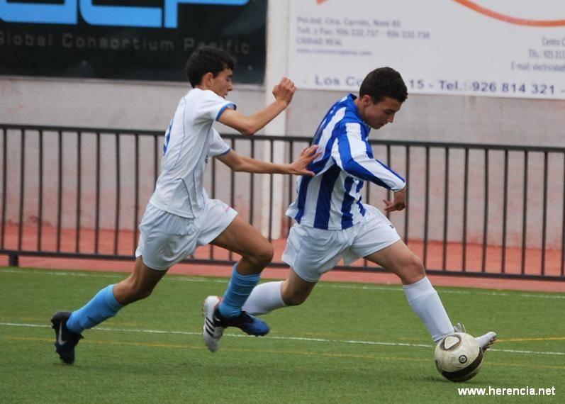 Infantiles de la Escuela de Fútbol del SMD de Herencia durante la semifinal provincial 2011-2012