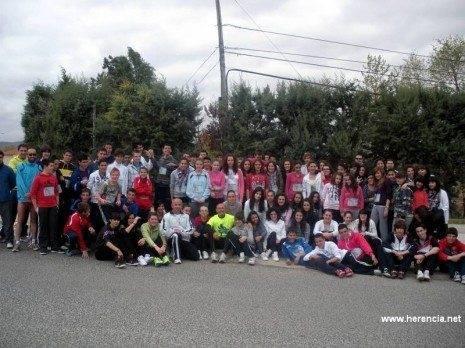herencia forrest b corredor afanion con un grupo de escolares 465x348 - Éxito de participación escolar con el proyecto Forrest 2.0