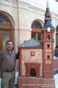 Jes%C3%BAs Fdez Hijicos junto a su maqueta de la iglesia parroquial 200x300 - Expuestas las maquetas de Jesús Fernández-Hijicos