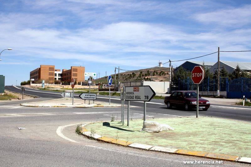 herencia entronque de la futura rotonda - El Ayuntamiento de Herencia trabaja en la memoria de las obras de la nueva rotonda de acceso al polígono industrial